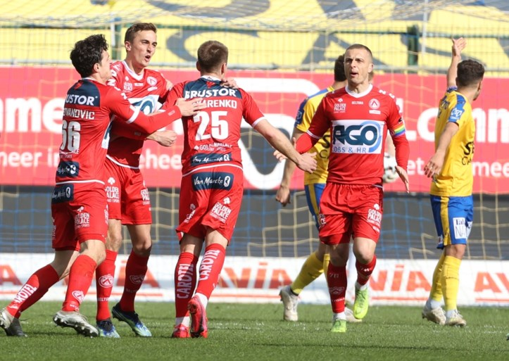 KV Kortrijk wins hard after a goal in the 96th minute (!), Red Lantern Waasland-Beveren no longer has fate in his hands