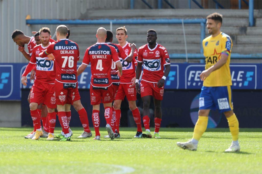 KV Kortrijk pakt felbevochten zege na goal in minuut 96 (!), rode lantaarn Waasland-Beveren heeft lot niet meer in eigen handen