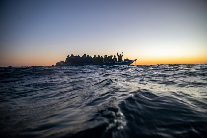 Spanish NGO rescues refugees and migrants in the Mediterranean.  Archive the image.