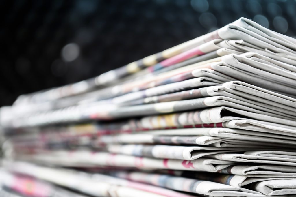 Amsterdamse kreeg half jaar lang 20 jaar oude kranten in haar bus: wijkagent kan mysterie oplossen