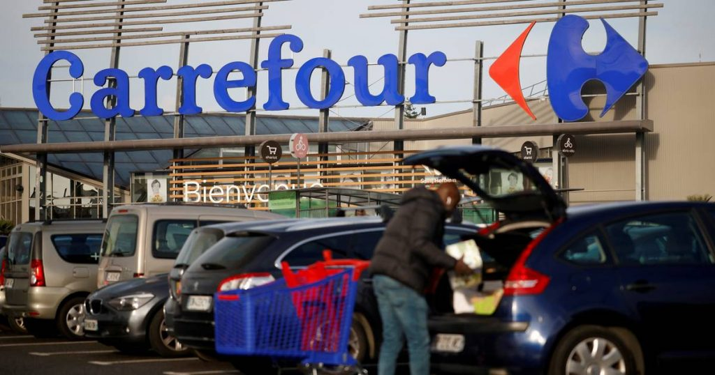 One shopping cart for the price of two: Carrefour customers see money being deducted twice  The interior
