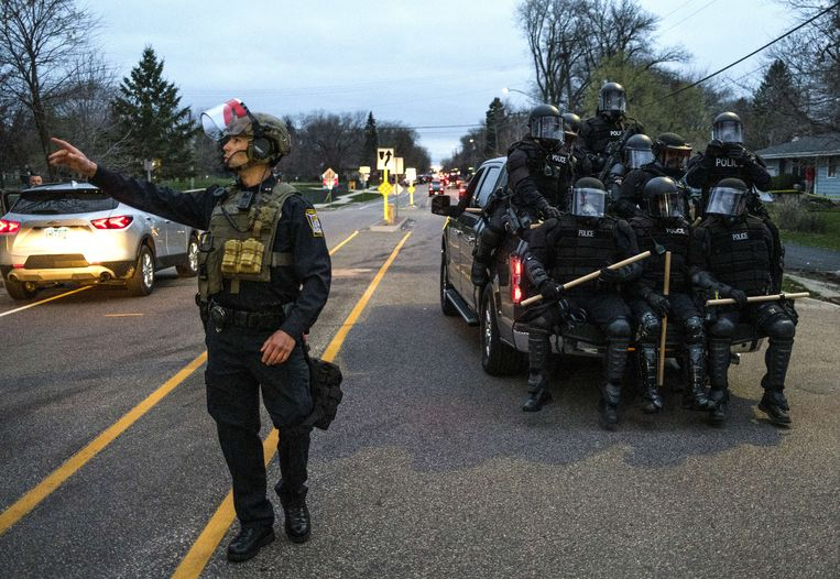 Riots in the United States after police shot a black man 15 kilometers from the place where George Floyd died
