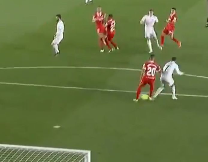 Kroos's final shot deflected following Diego Carlos and Eden Hazard