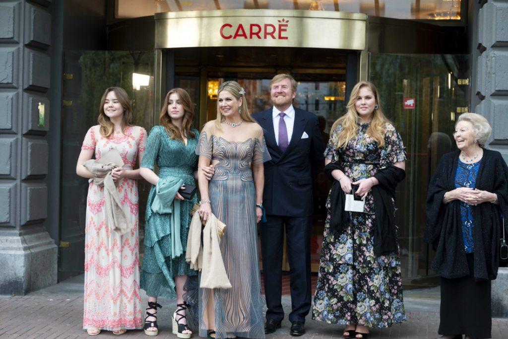 """Nederlandse royals halen galalooks uit de kast: """"Het knoopje van de koning mag best eens los"""""""