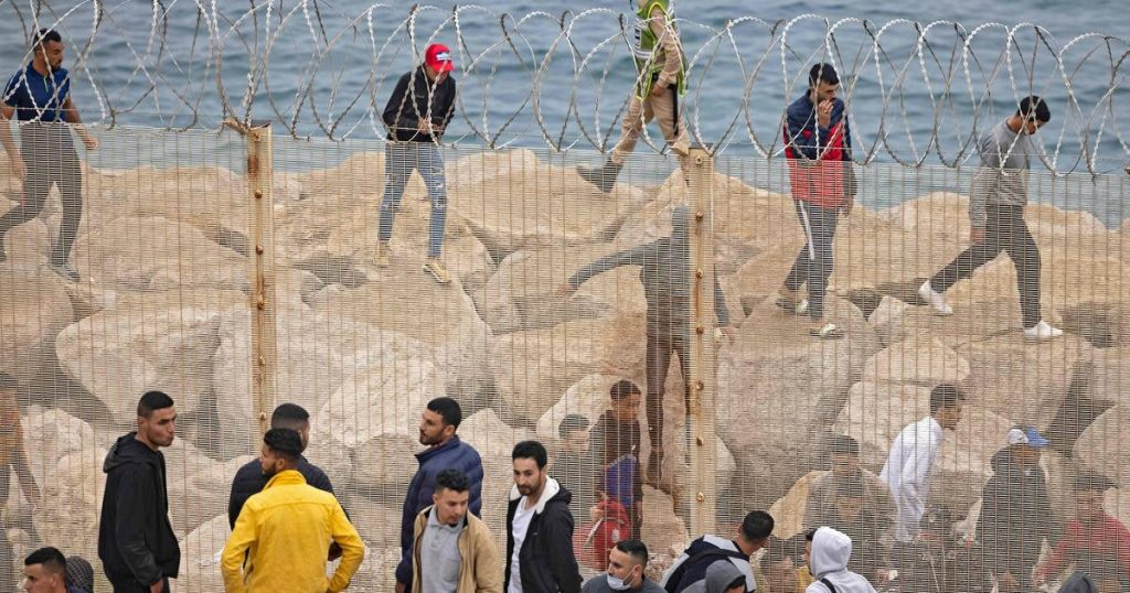 6000 immigrants arrive in Spain on foot or swim from Morocco .. Police must use tear gas against stone throwers |  abroad