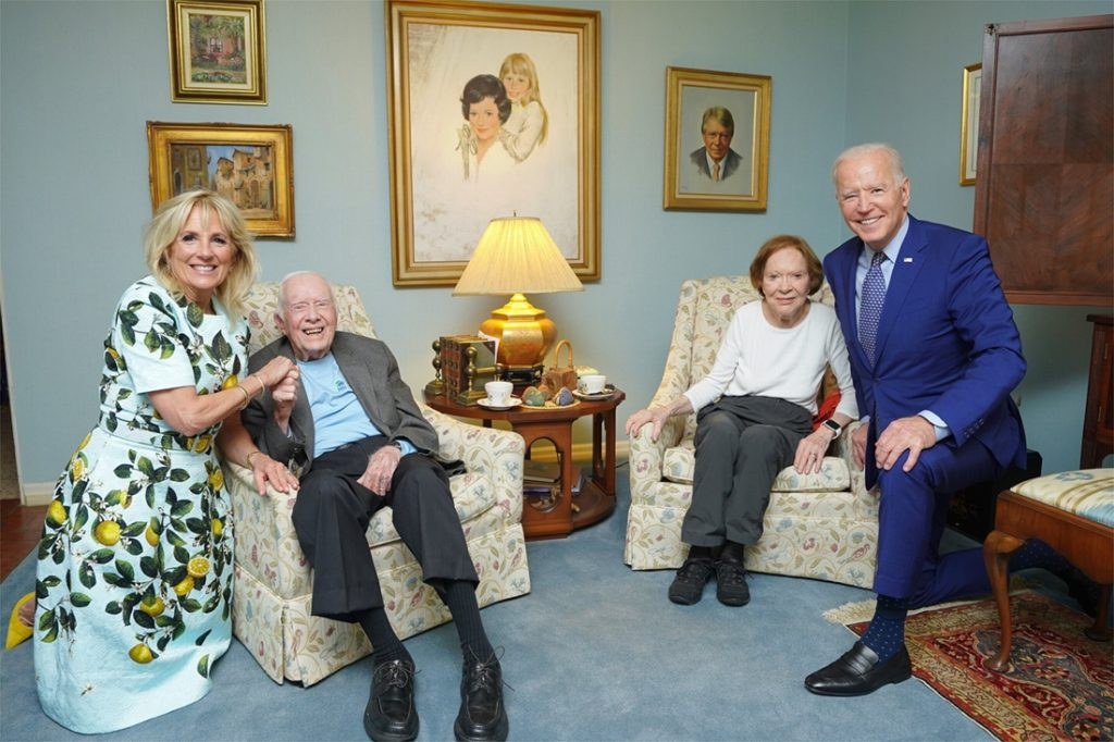 """""""Does this guy live in a dollhouse?"""": Biden's picture with a cart ..."""