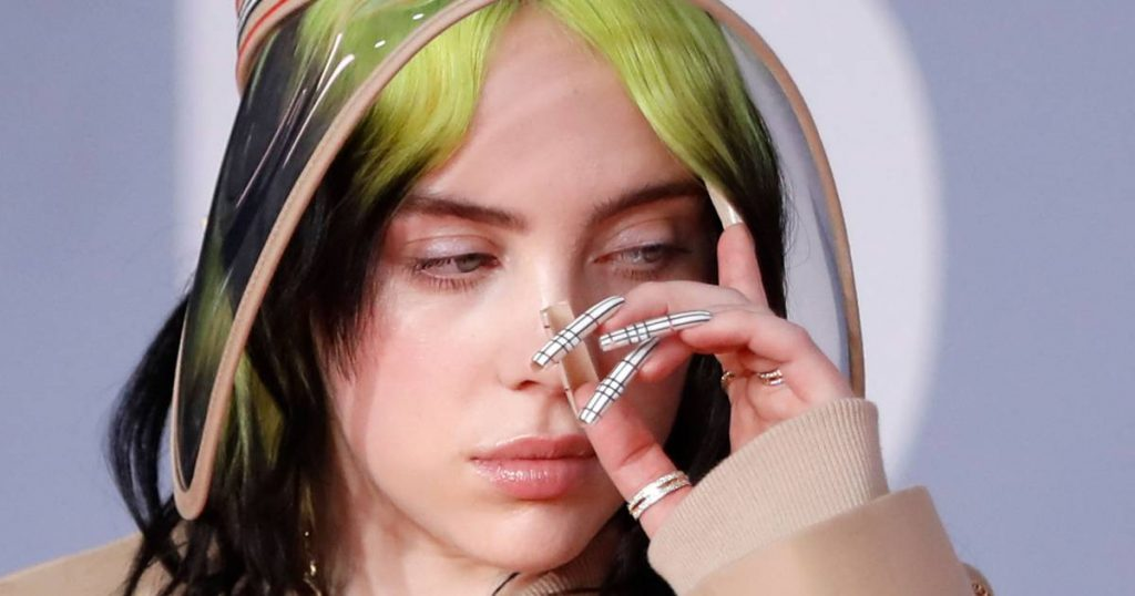"""""""It was a really strange and surreal week"""", Billie Eilish responds on her Vogue cover  Famous"""