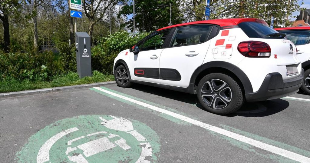 Limiting parking time should increase the flow of electric vehicles at charging stations |  The interior