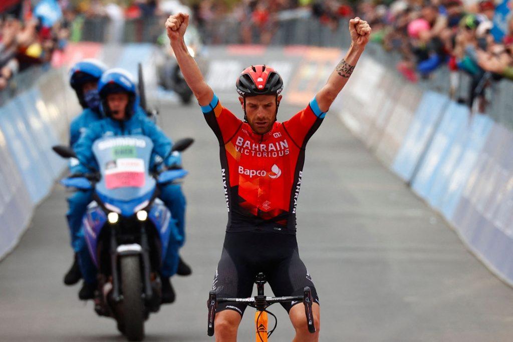 UITSLAG GIRO ETAPPE 20. Damiano Caruso wint laatste bergrit en doet ultieme gooi naar roze met lange aanval, maar Egan Bernal houdt stand