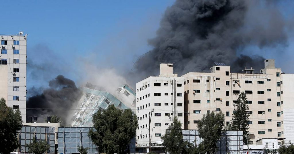 """Press offices in the Gaza Strip fired with rockets """"after the warning"""": the collapse of a building 