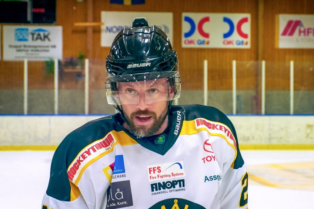 Staf Coppens riskeert zijn tanden op het ijs