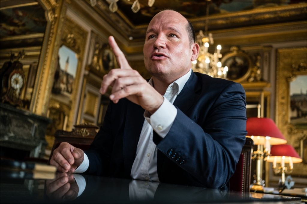 The mayor of Brussels defends his move against La Boom