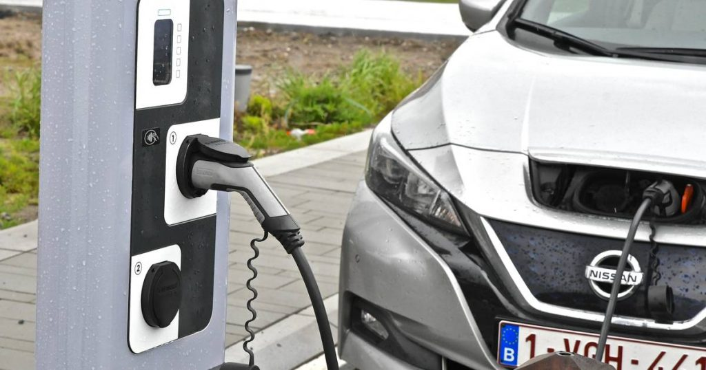 """Unizo has doubts about its agreement on the company's more green cars: """"Charging points must now go up like mushrooms"""" 