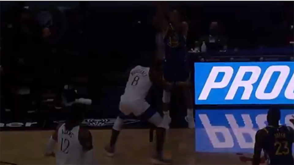 Video: Then the lights go out on Stephen Curry (literally) |  NBA