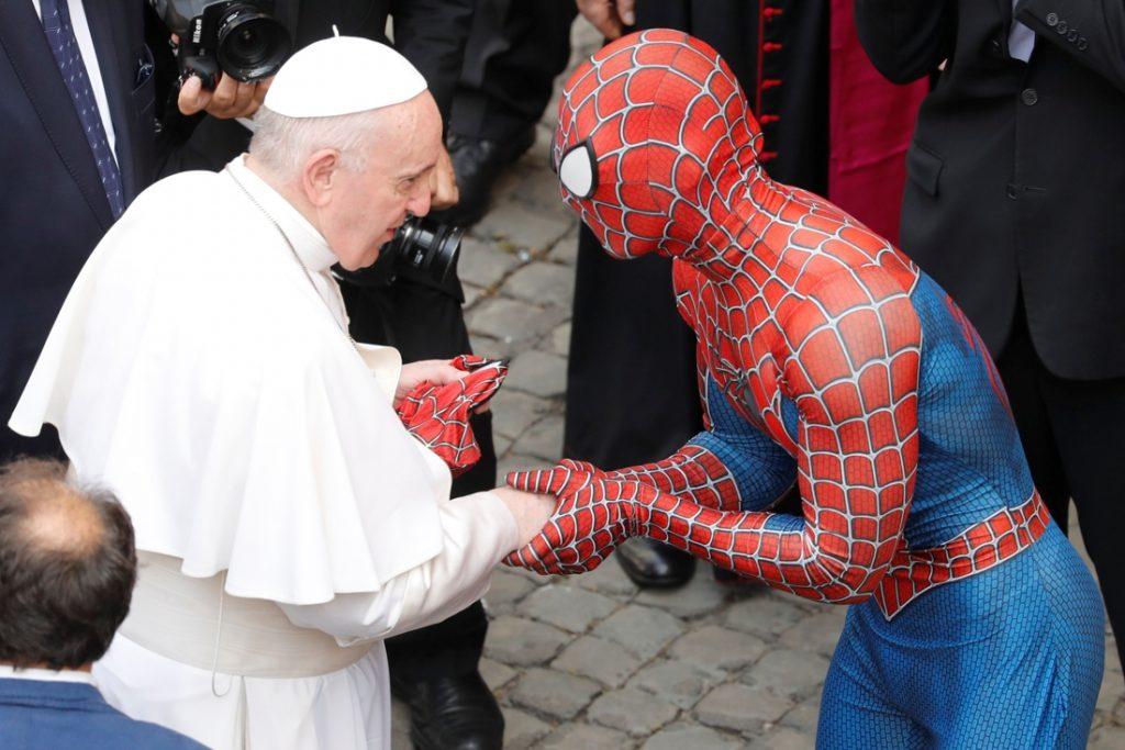 'Spider-Man' op audiëntie bij de paus