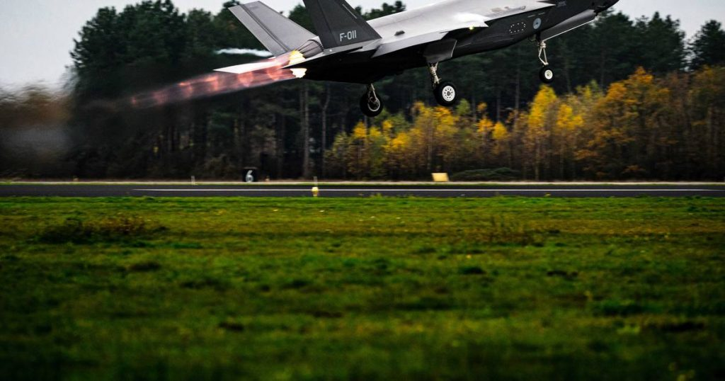 Belgian companies manufacture spare parts for F-35 fighters  The interior