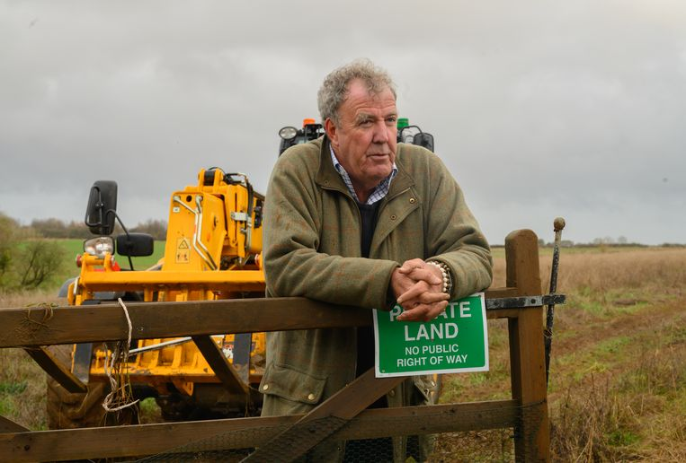 """Farmer Jeremy Clarkson plowing his field with a huge Lamborghini: """"There is no greater happiness for me now"""""""