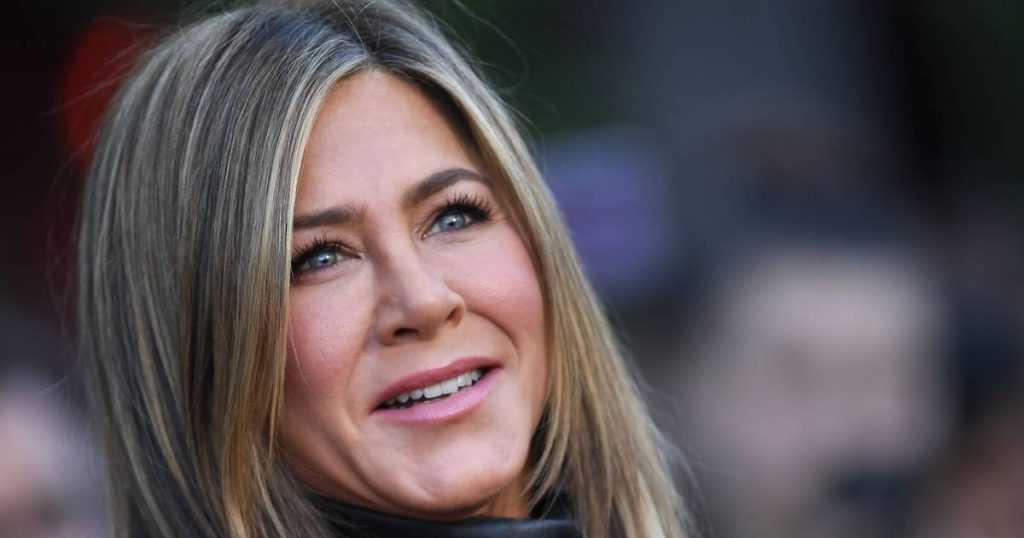 """Jennifer Aniston was so touched by meeting the """"friends"""": """"It looked like we were still there yesterday"""" 