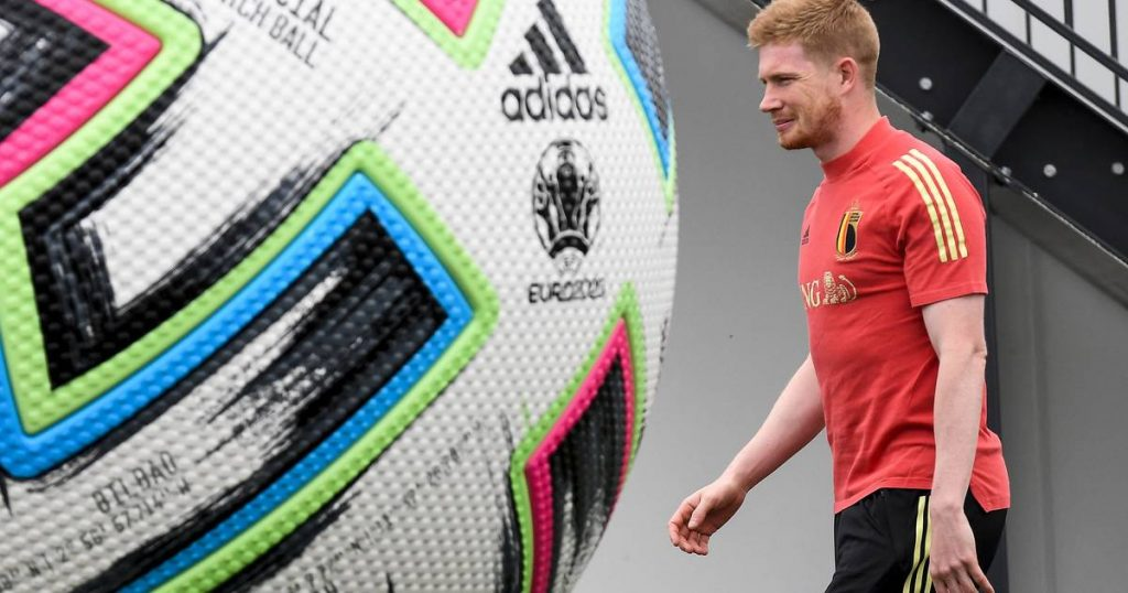 Kevin De Bruyne On His Unique Football Mind (With 10 Scans In 8 Seconds Before His Amazing Help): 'Gather As Much Information You Can'    Red Devils