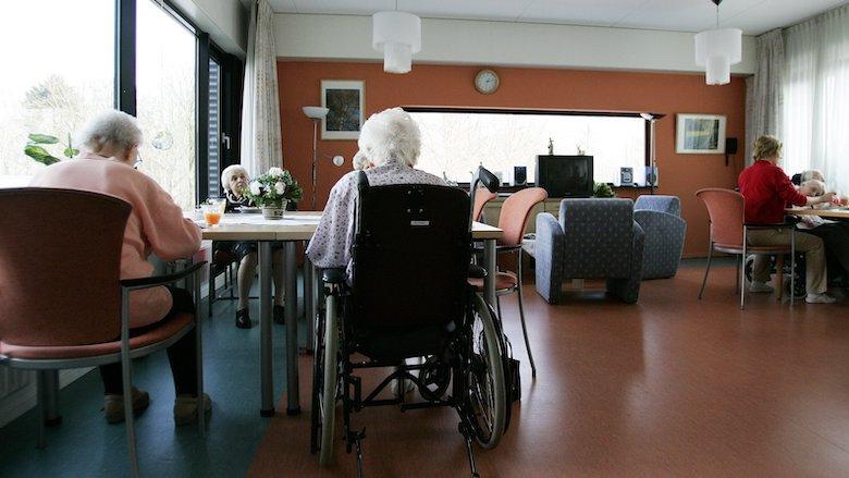 'Thuis verpleegde ouderen leven gemiddeld een jaar langer dan in verpleeghuis'