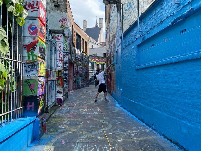 Wallin Street artists painted Ghent's Graffiti Alley just blue.