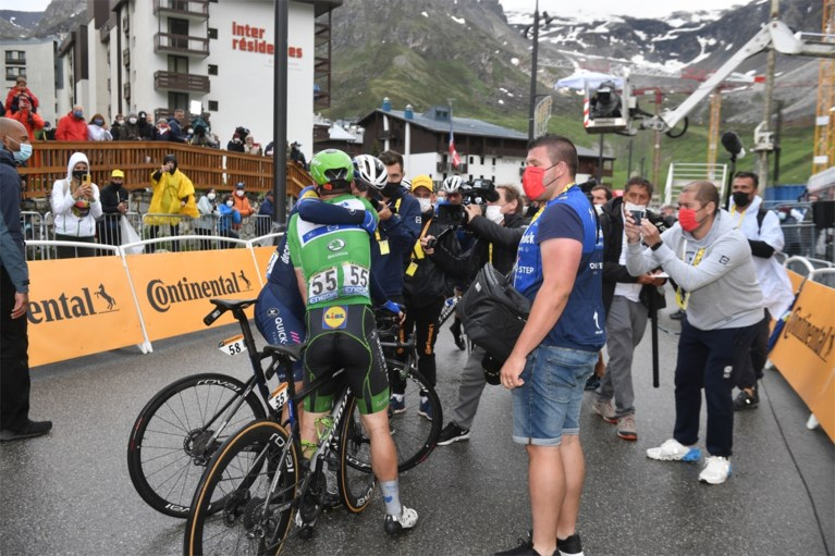Battlefield in the Tour: Crying Mark Cavendish arrives in time, seven passengers late