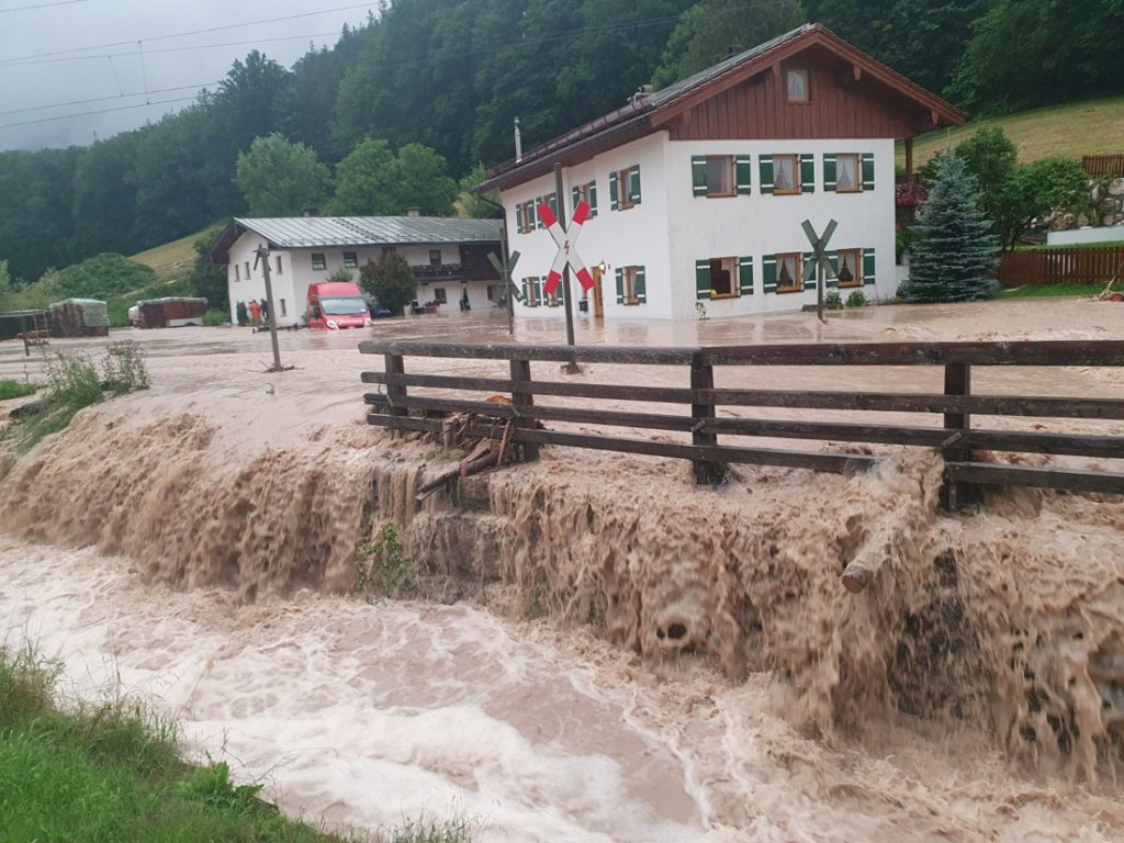 Severe weather now hits East Germany, Bavaria and Austria...