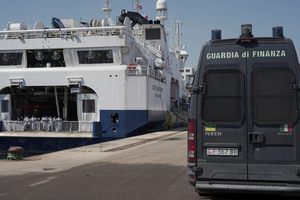 Reddingsschip van Artsen zonder Grenzen aan de ketting gelegd door Italië