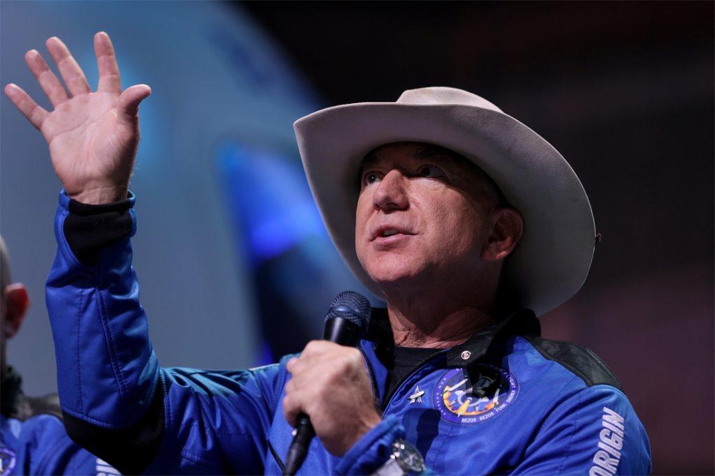 Jeff Bezos offers NASA $2 billion to re-enter...