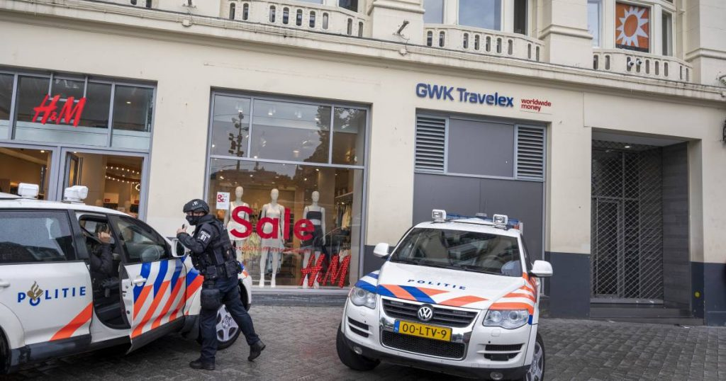 """""""Police fear rocket launcher attack on RTL Boulevard, TV show where Peter R. de Vries was a guest""""    Abroad"""