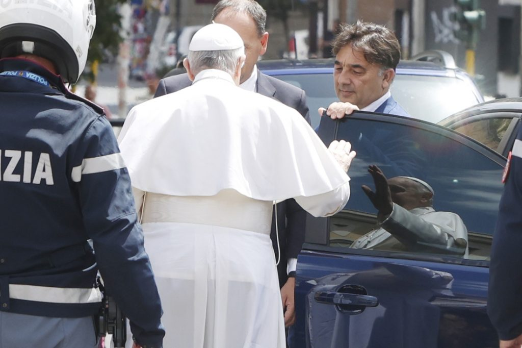 Pope Francis leaves hospital after surgery
