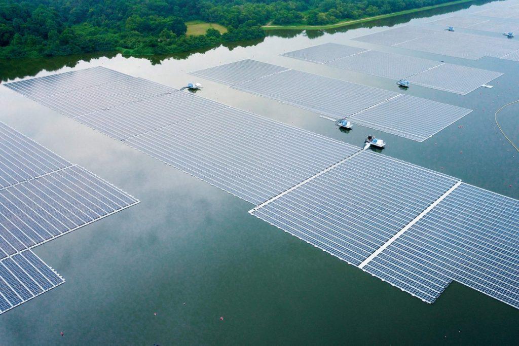 Singapore onthult drijvend zonnepark met 122.000 zonnepanelen