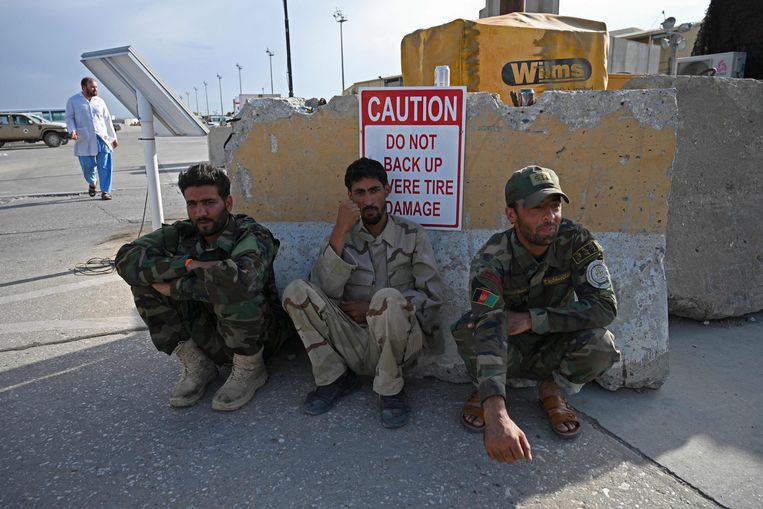 The complete collapse of the Afghan army threatens: Soldiers flee in fear of the Taliban