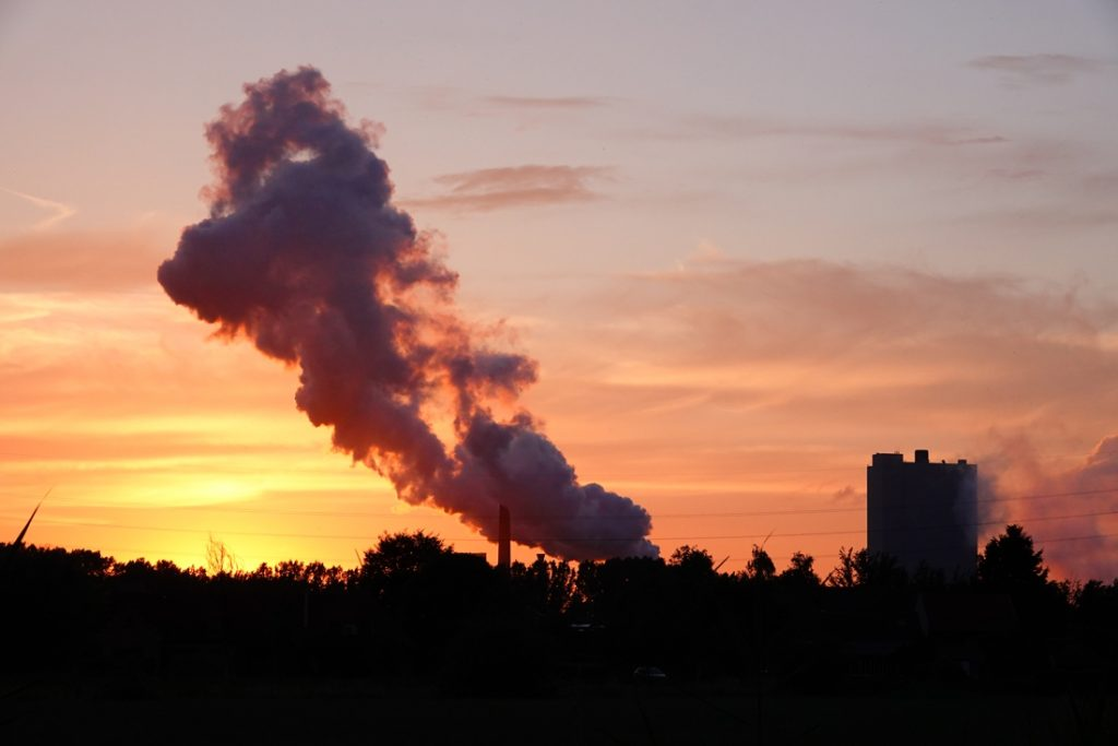 Drie Amerikanen produceren genoeg koolstof om iemand te doden