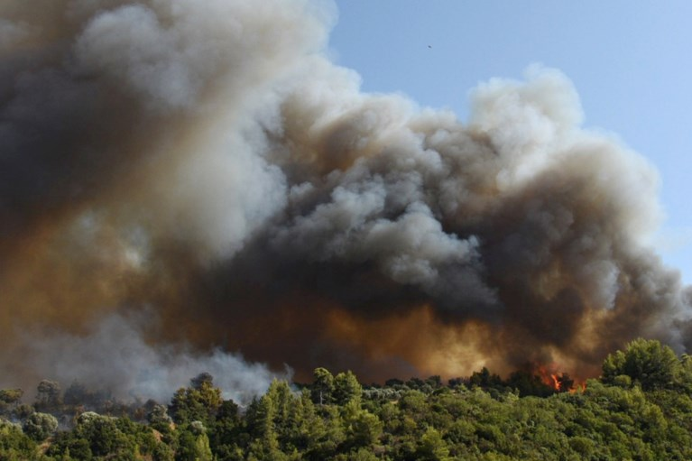 Historically long heat wave: Villages on the Greek peninsula evacuated due to wildfires