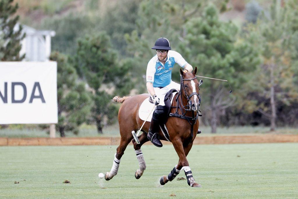 De prins op het paard: Harry speelt nog eens een polowedstrijdje voor het goede doel