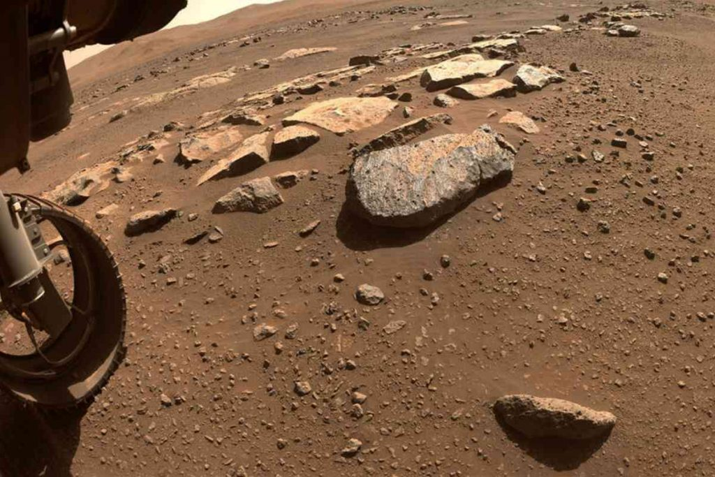 If it were up to NASA, this stone on Mars would soon have no more secrets for us