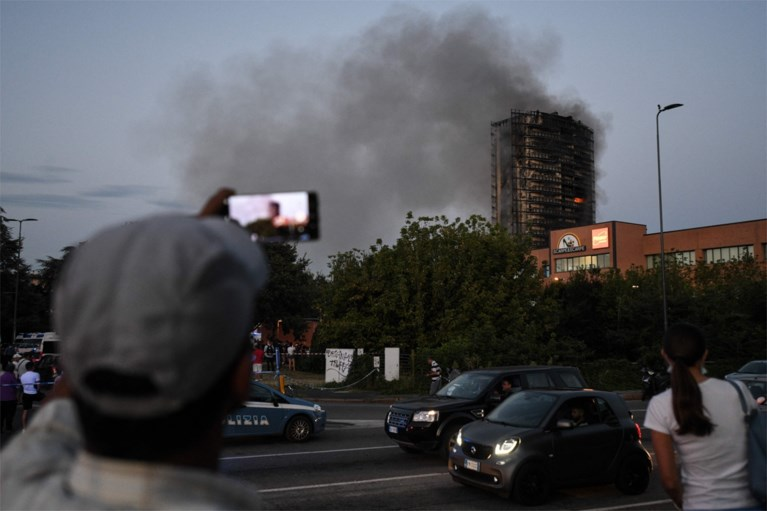 Major fire in a 20-storey apartment building in Milan, emergency services are looking for possible deaths