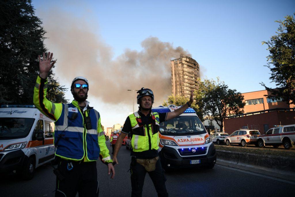 Grote brand in appartementsgebouw met twintig verdiepingen in Milaan, hulpdiensten zoeken naar mogelijke dodelijke slachtoffers
