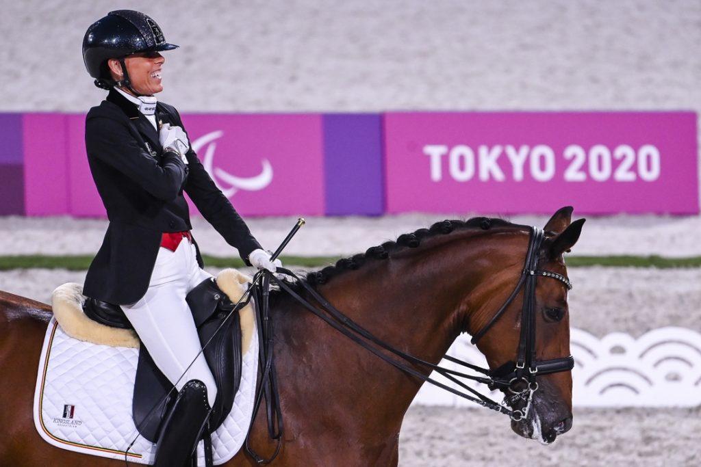 """Amazone Michèle George pakt haar vijfde gouden medaille op de Paralympische Spelen: """"Een magische, historische avond"""""""