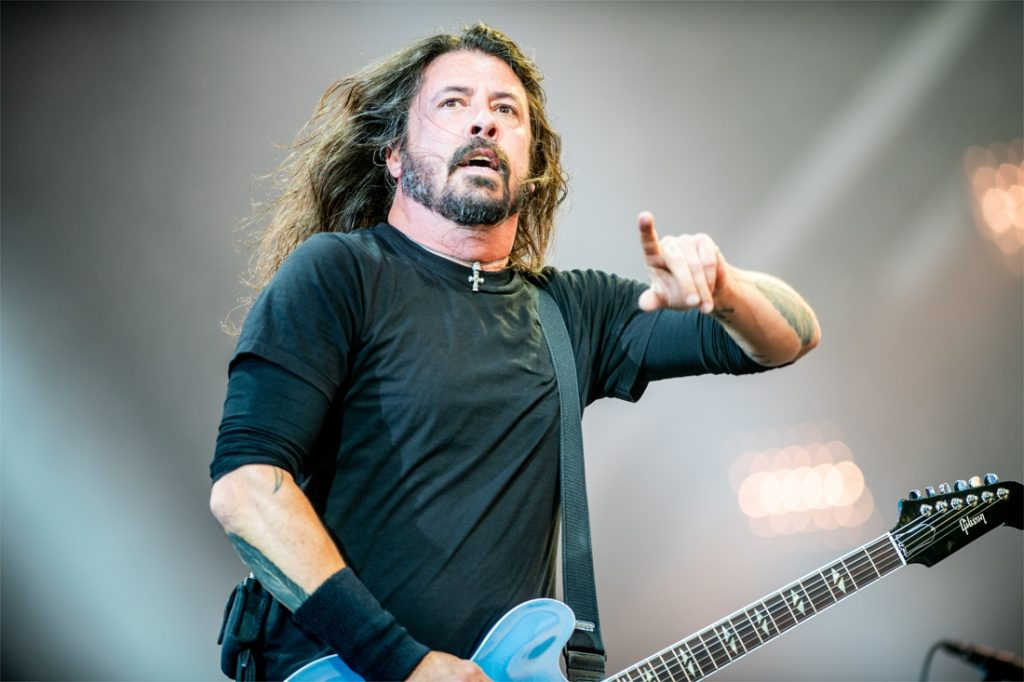Foo Fighters mock ultra-conservative protesters...