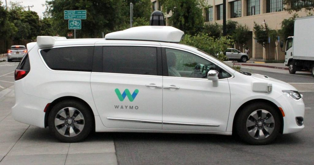 Google's sister company launches self-driving taxis in San Francisco    Abroad