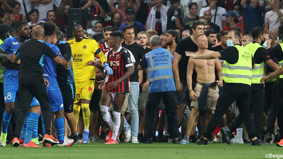 Hallocinant: Nice-Marseille stopped as Nice fans attacked Marseille players    Ligue 1 Uber Eats 2021/2022