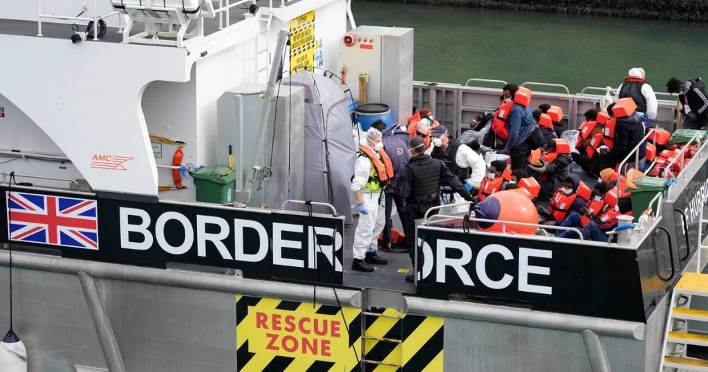 Nearly 600 migrants crossed the Channel towards the UK in one day |  abroad