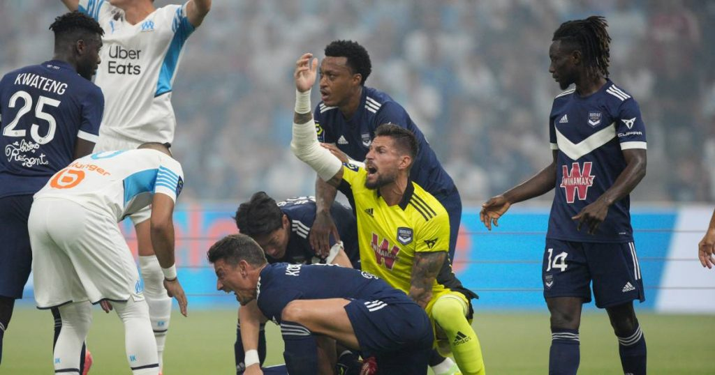 Samuel Callow, former AA Gent, breaks down on the field: 'We all got goose bumps'    foreign football
