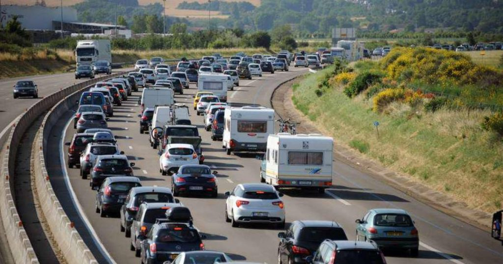 Second 'Black Saturday' on European roads due to holiday traffic: more than 1,000 km of traffic congestion in France this afternoon travels