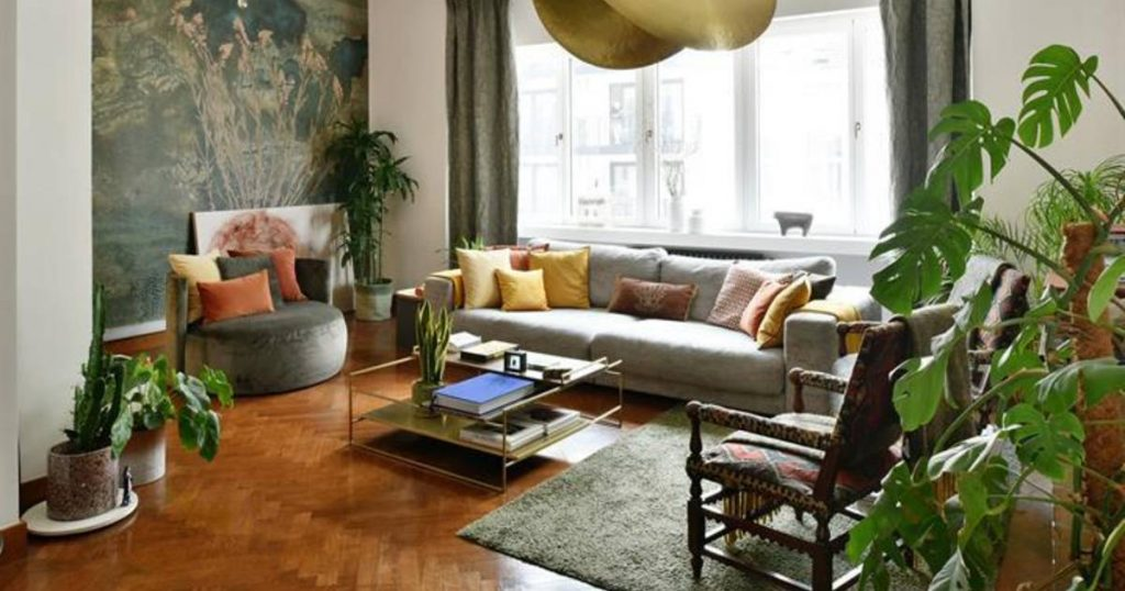 See inside.  Apartment from the 'thirties' for sale half a million euros    showbiz