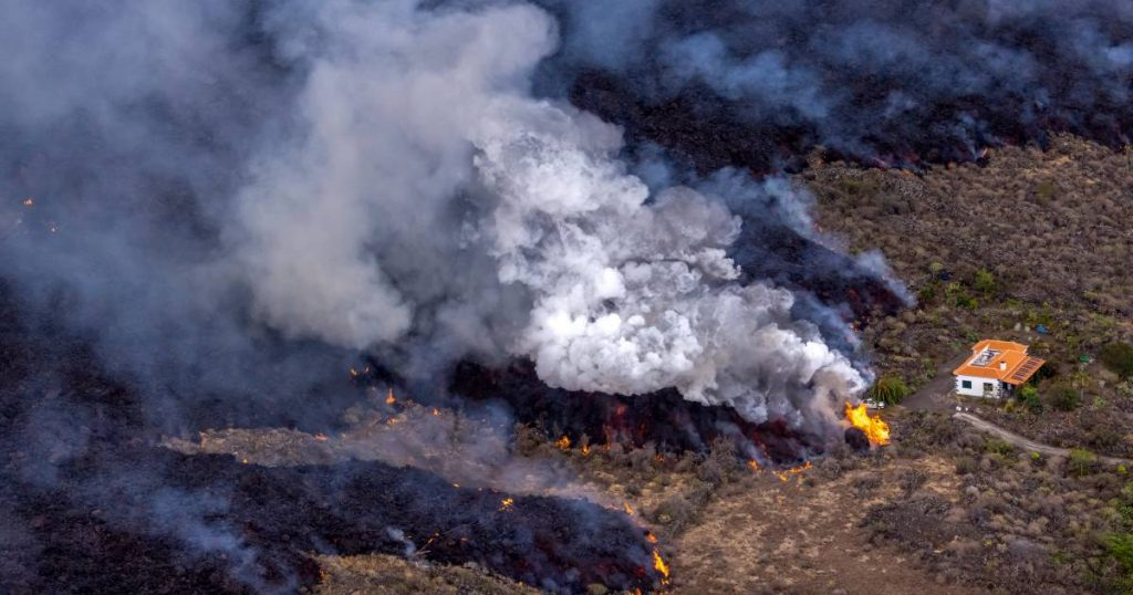 350 homes already destroyed in La Palma and 166 hectares buried under molten rock, one of two lava flows has stopped |  Abroad