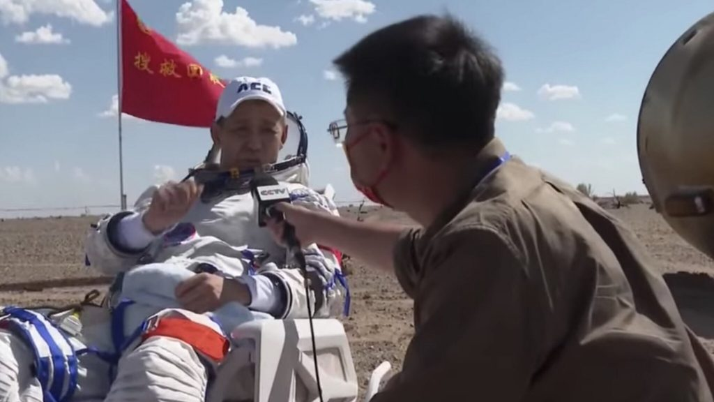 Chinese astronauts land after 3 months in space