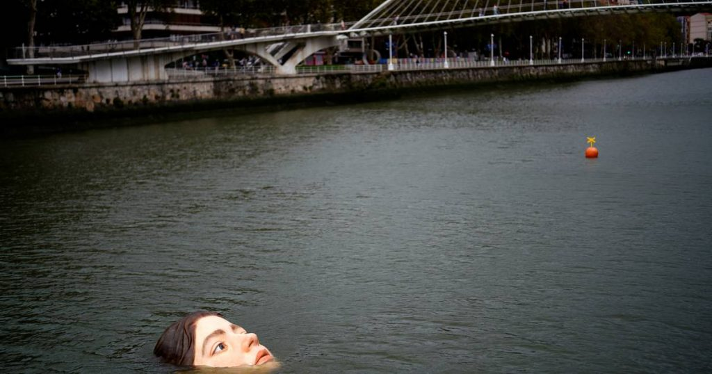 'Drowning young woman' photo attracts attention in Bilbao    Instagram HLN